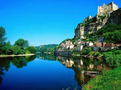 "The Context of the ""chansons de geste""... Castles! (Château de Beynac, on the Dordogne River Valley, Southern France)"